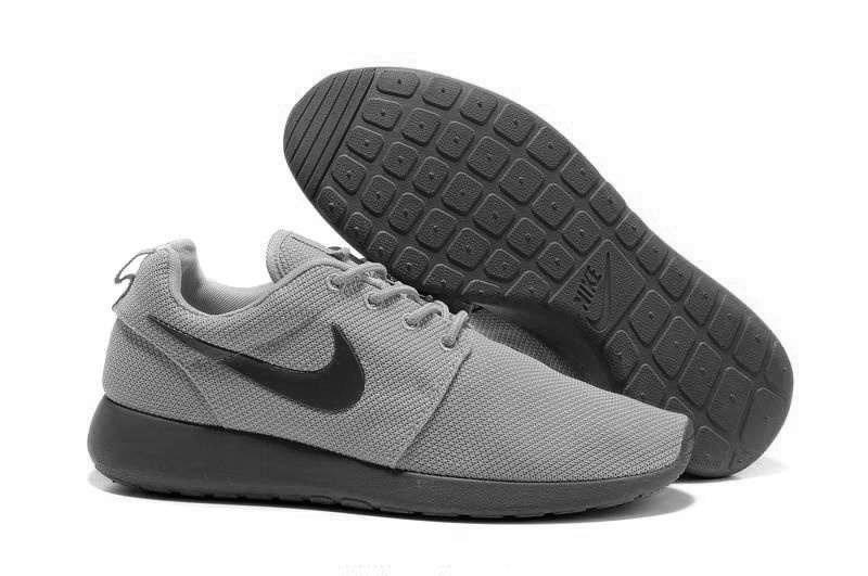 Nike Roche Run серого цвета