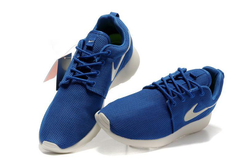 Nike Roche Run синего цвета с белой подошвой