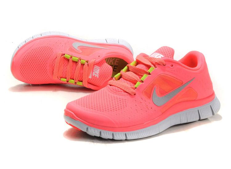Ярко розовые беговые кроссовки Nike Free 3.0