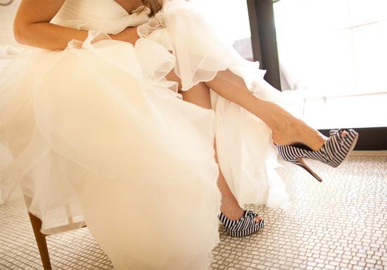 Девушка в свадебных туфлях
