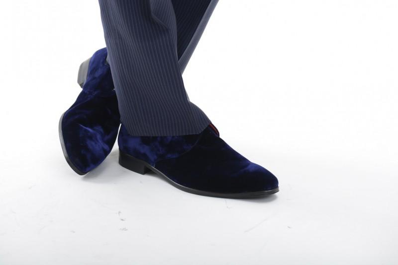 мужчина в ботинках