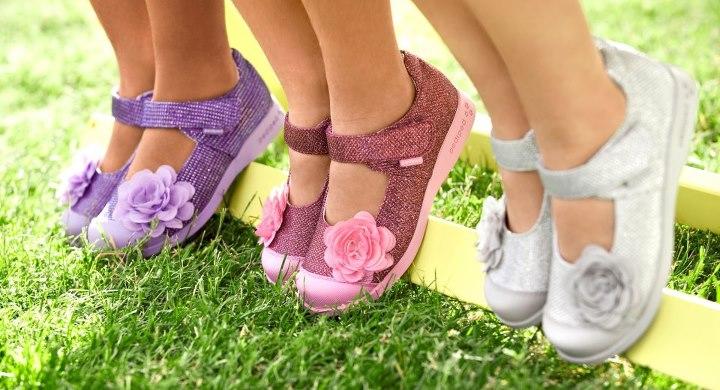 девочки в сандалях