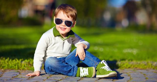 мальчик в кроссовках