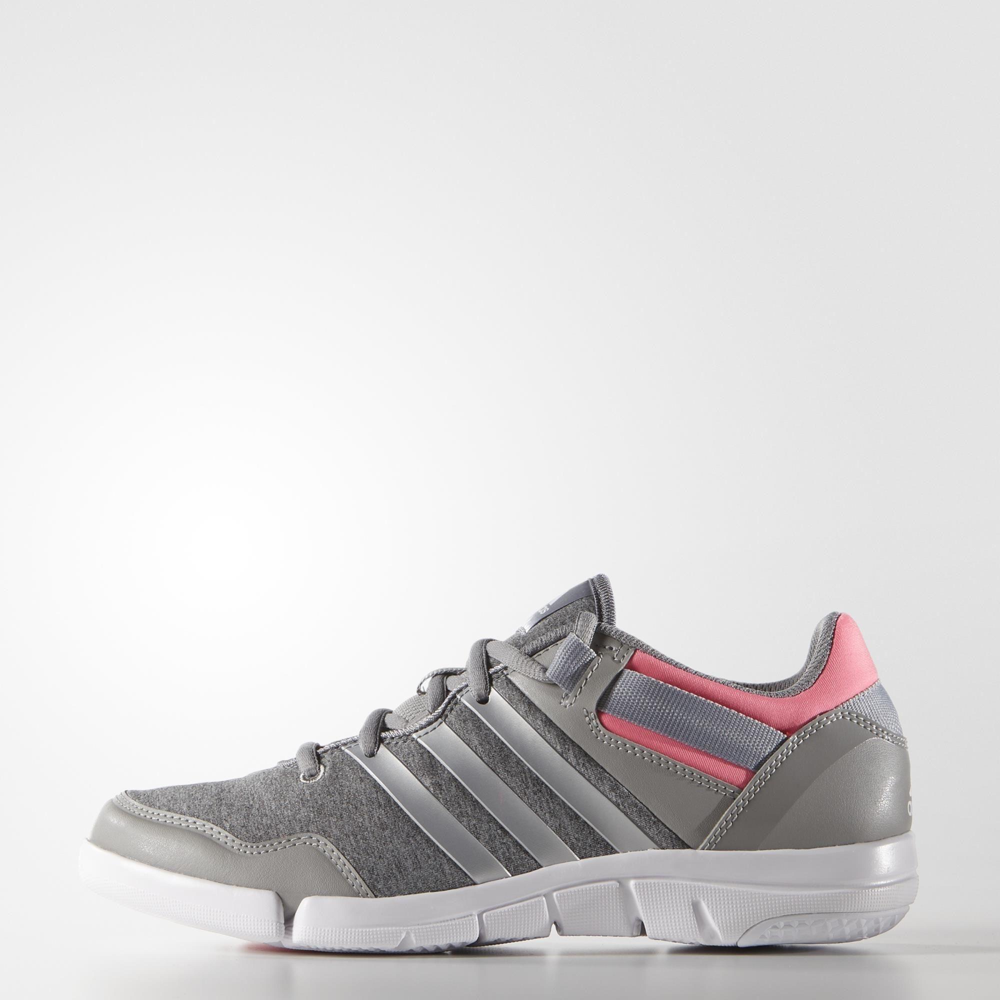 Модель Adidas Ilae