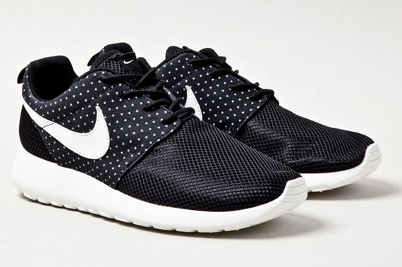 Модель Nike Roshe Run BLACK NIGHT