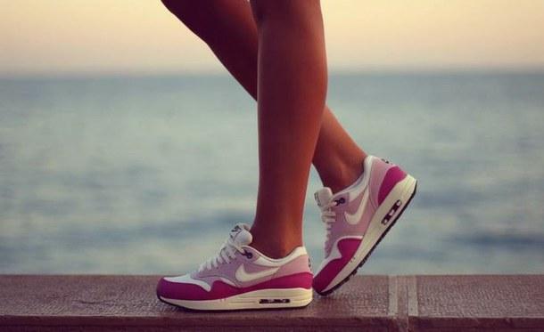 девушки фото в кроссовках