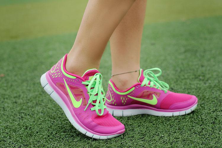 Девушка в кроссовках