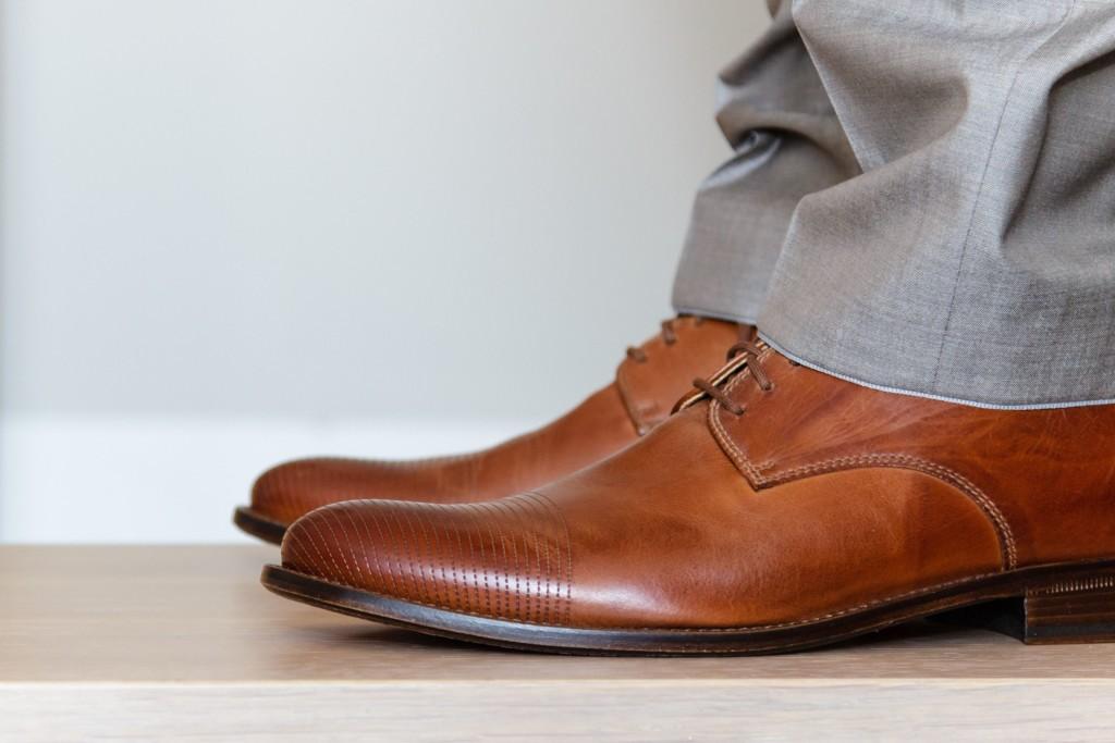 Кожаная обувь на мужчине