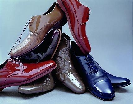 Как ухаживать за лаковой обувью