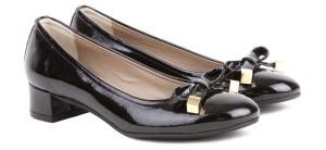 Лаковые туфли на низком каблуке
