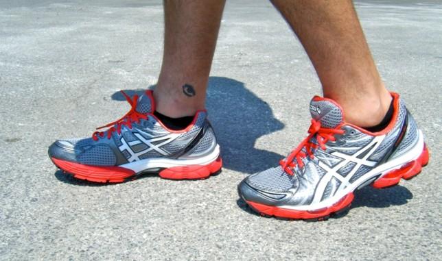 Мужчина в беговой обуви