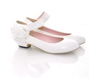 Туфли с ремешком на низком каблуке