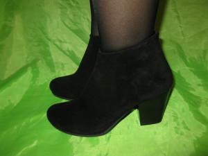 девушка в демисезонной обуви