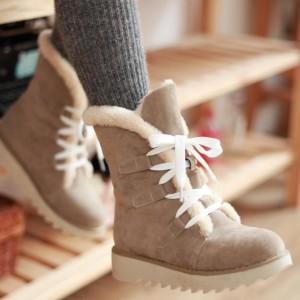 девушка в зимней обуви