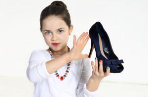 девочка с туфелькой